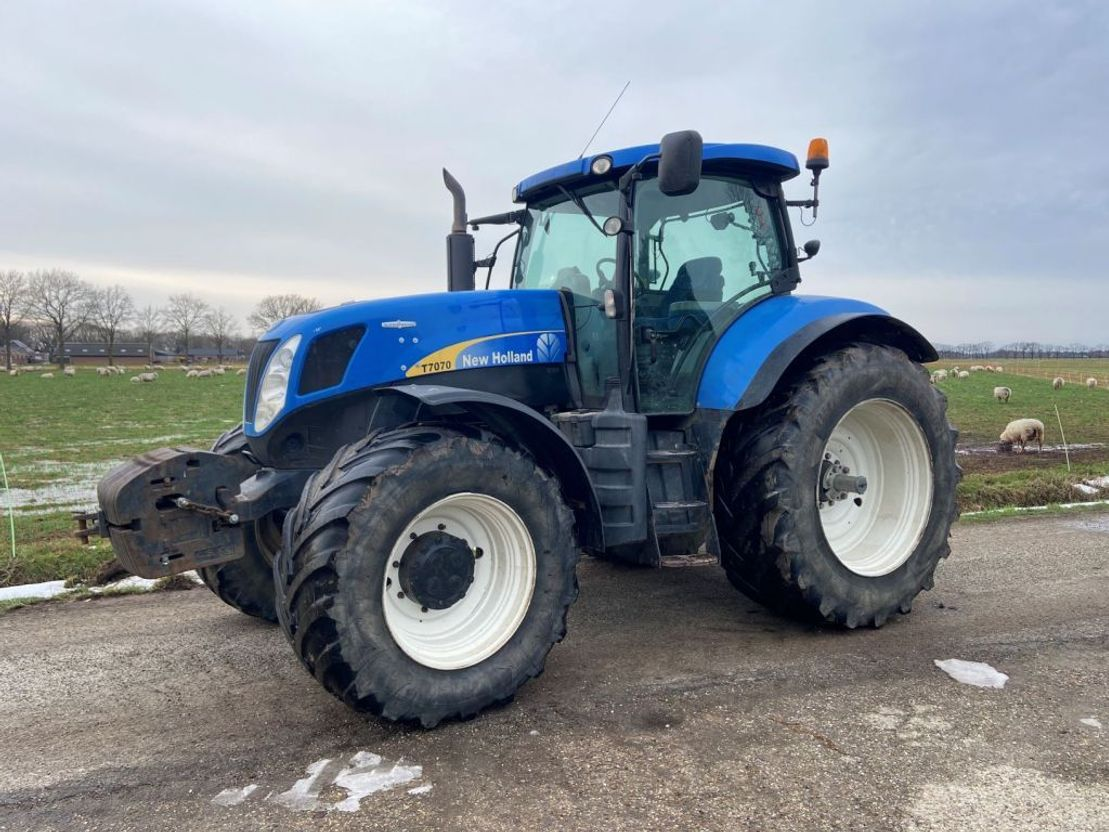 Трактор New Holland T7070 SideWinder II